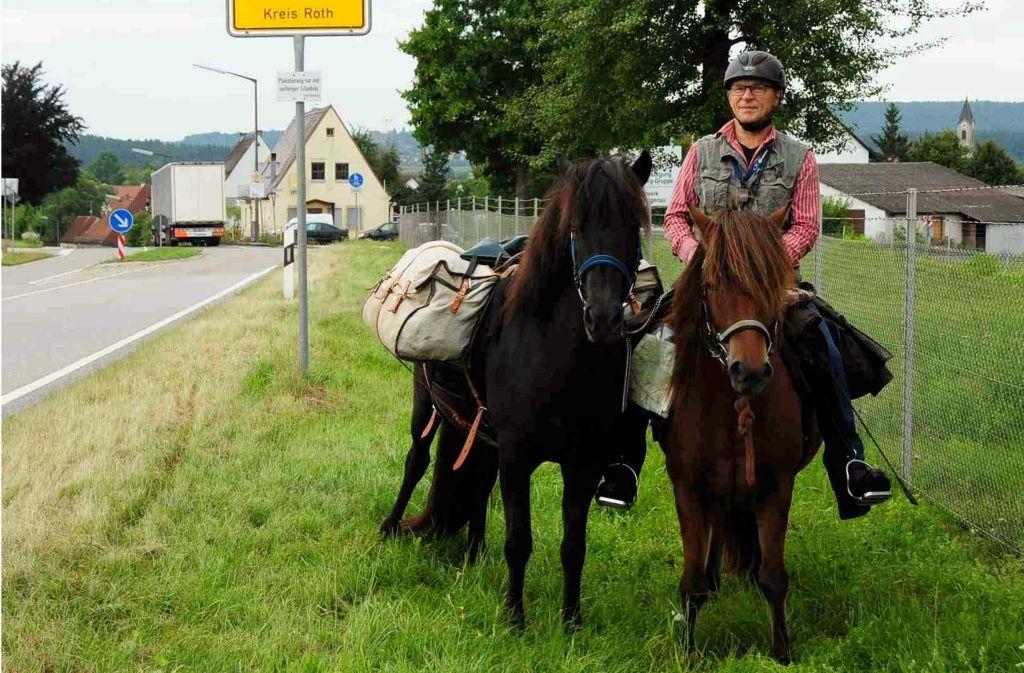 Weil er seinem Enkel versprochen hatte, ihn mit dem Pferd von der Schule abzuholen, will der 62-Jährige nun rund 550 Kilometer von Mittelfranken bis nach Münster reiten. Foto: dpa