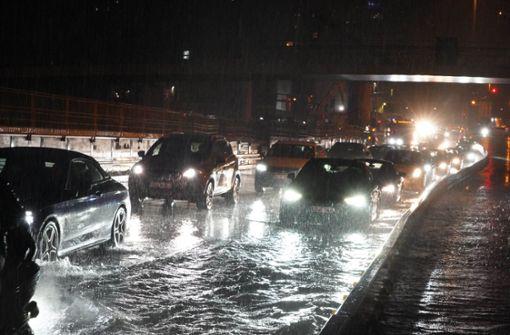 Starkregen sorgt für Überschwemmung am Hauptbahnhof