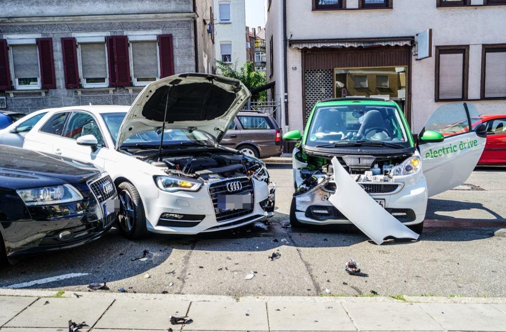 In Stuttgart-Ost hat sich am Mittwochnachmittag ein schwerer Verkehrsunfall zugetragen, bei dem vermutlich zwei Personen verletzt worden sind. Foto: SDMG