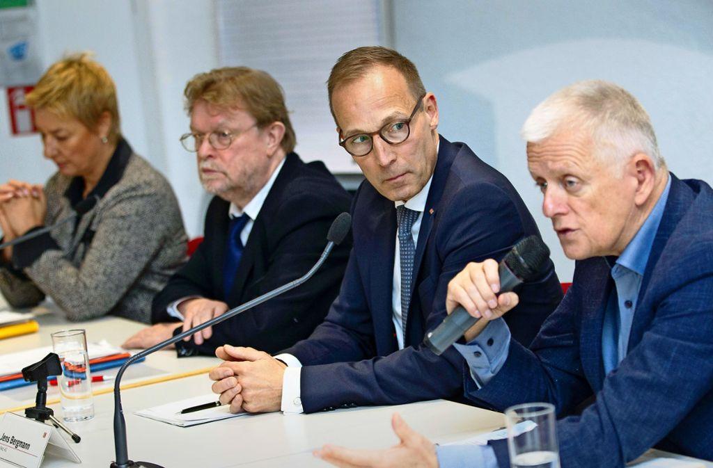 Die Projektpartner von Stuttgart 21 wollen Geld vom Bund: Regionaldirektorin Nicola Schelling, Ministerialdirektor Uwe Lahl (Land), Jens Bergmann (Bahn AG) und OB Fritz Kuhn (von links). Foto: Leif Piechowski