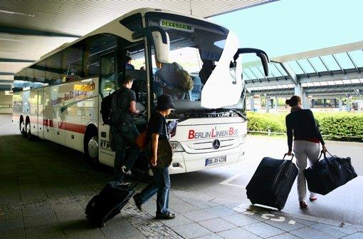 Mit Fernbussen kann man auch günstig unterwegs sein. Foto: dpa