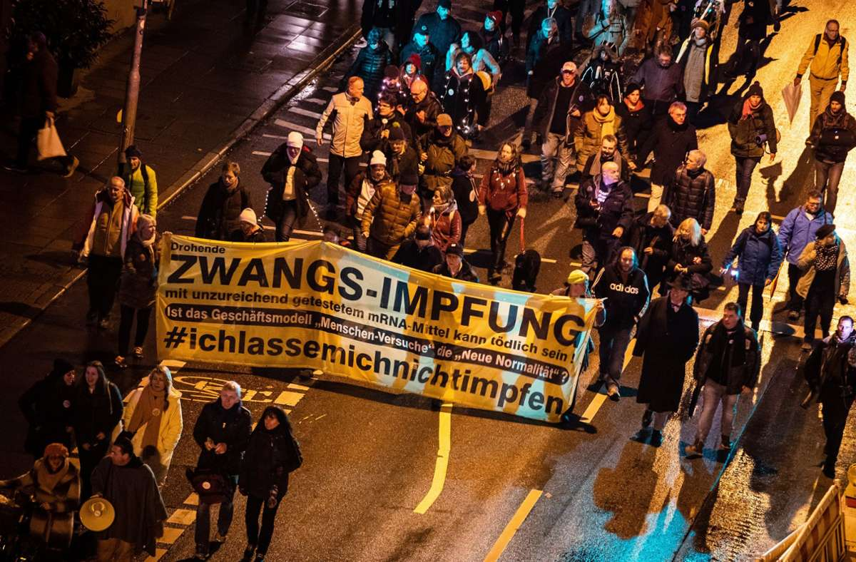 Corona-Proteste an Silvester in Stuttgart Foto: dpa/Christoph Schmidt