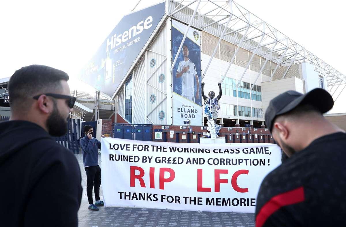 Ganz besonders scharfe Proteste gibt es in England rund um den FC Liverpool. Foto: dpa/Zac Goodwin