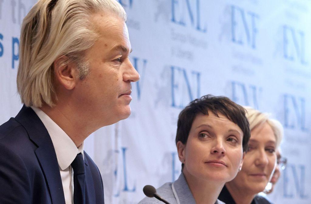 Frauke Petry – hier mit Geert Wilders und Marine Le Pen bei einem Treffen der Rechtspopulisten in Koblenz – hätte der PVV ein besseres Ergebnis gewünscht. Foto: dpa