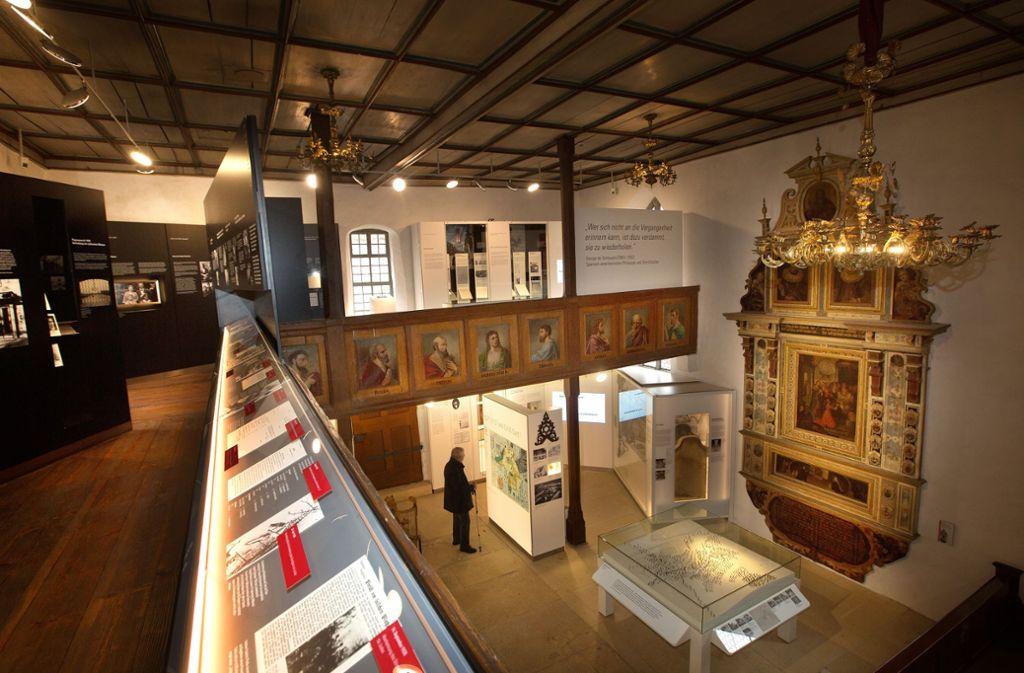 Übersichtlich und anschaulich präsentiert sich die neue Dauerausstellung zur Geschichte der Juden  in der ehemaligen Dorfkirche in Jebenhausen. Foto: Ines Rudel