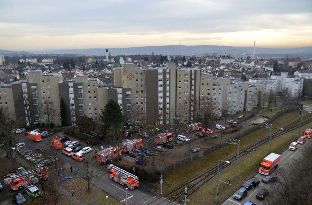 Die Feuerwehr ist mit einem Großaufgebot im Einsatz gewesen. Foto: Andreas Rosar Fotoagentur-Stuttg