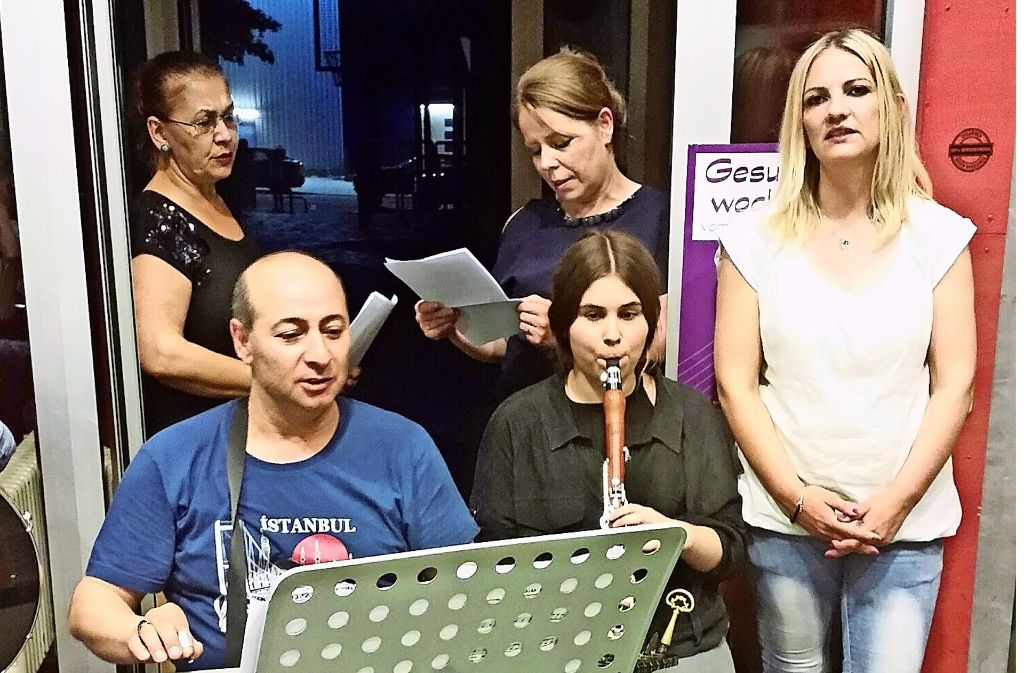 Mit Musik wird der festliche Abend umrahmt. Foto: Elke Rutschmann