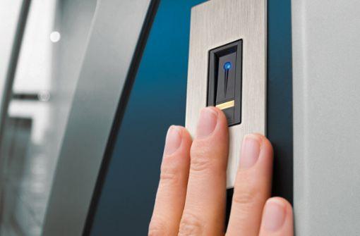 Haustür einfach und komfortabel mit dem Finger öffnen. Schlüssel, Smartphones, Codes oder Karten können vergessen, verlegt, verloren oder gestohlen werden. Der Finger ist immer dabei!