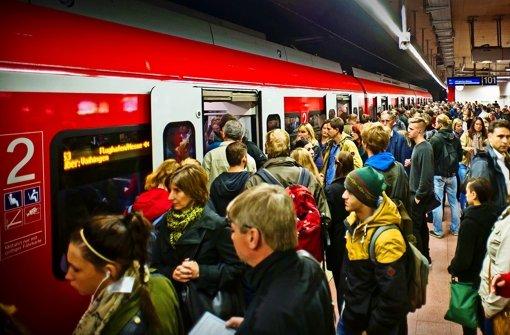 Eines eint  S-Bahnen  und  Nahverkehrszüge im Land  – die Pünktlichkeit lässt immer mehr zu wünschen übrig. Foto: Lichtgut/Max Kovalenko
