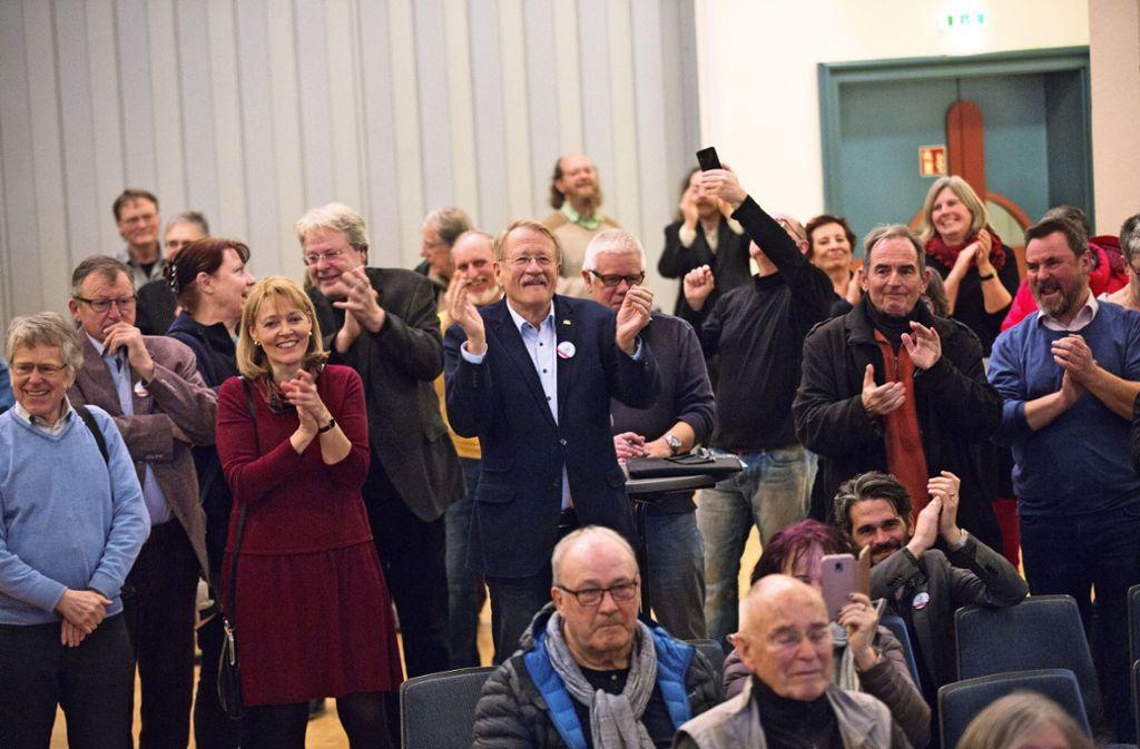 Wolfgang Drexler (Mitte) freut sich über das Ergebnis. Foto: Ines Rudel