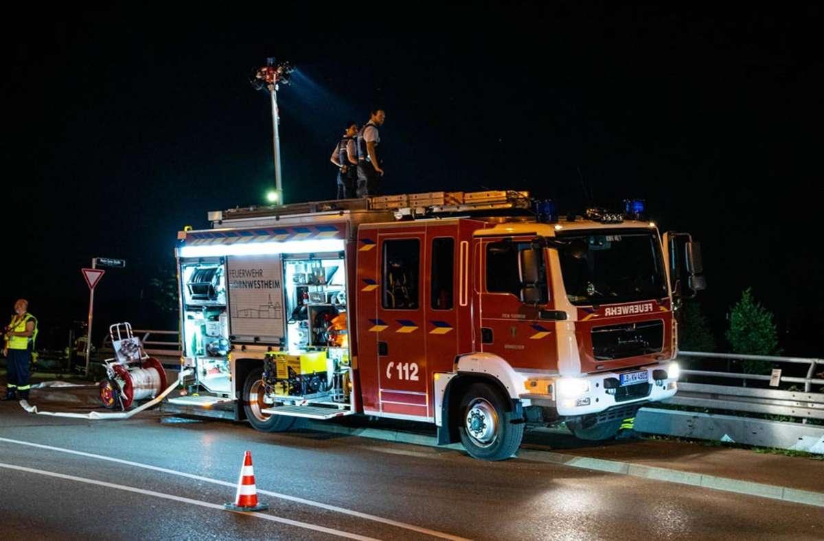 Beleuchtung von der Feuerwehr: Nächtlicher Einsatz in Kornwestheim. Foto: 7aktuell.de/Nils Reeh