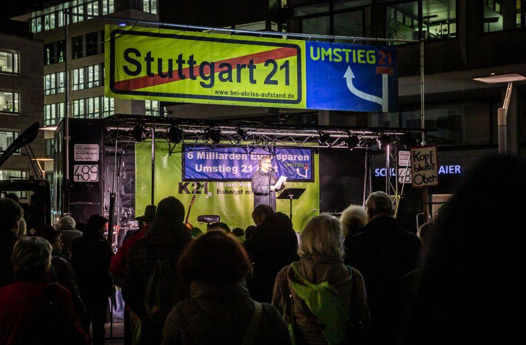 Seit mehr als zehn Jahren demonstrieren die Gegner von Stuttgart 21 jeden Montag gegen das Großprojekt. Foto: Lichtgut/Julian Rettig