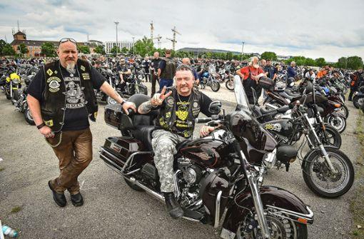 Biker demonstrieren gegen Wochenend-Fahrverbote
