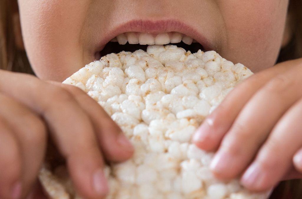 Reiswaffeln darf das Kind mit seinen vielen Lebensmittelunverträglichen und der Neurodermitis essen. Foto: dpa