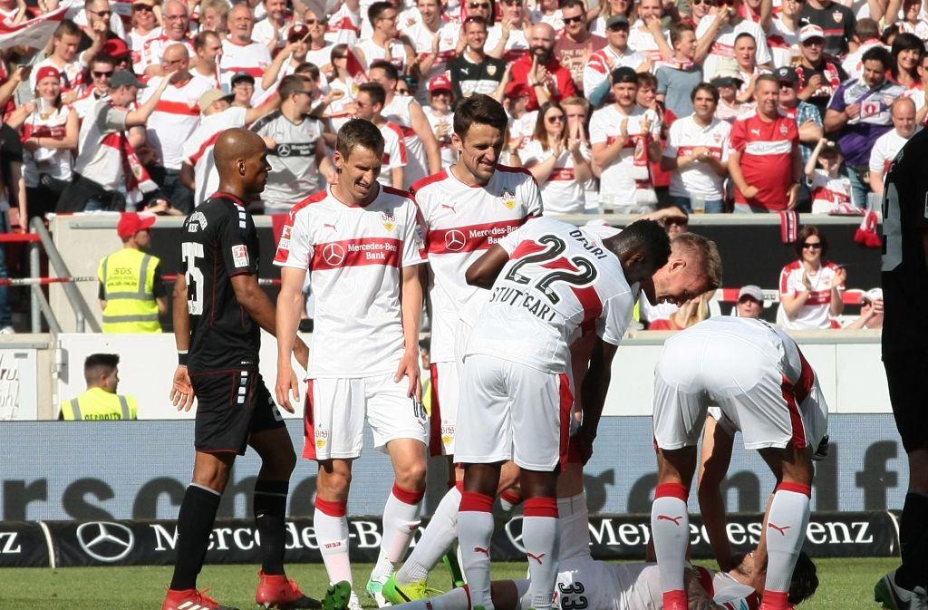 Die Profis des VfB Stuttgart kurz vor dem Aufstieg. Foto: Pressefoto Baumann