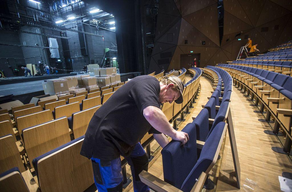 Das Stuttgarter Staatsschauspiel als Notquartier für Oper und Ballett?  Diese Idee hat nun die SÖS-Stadträtin Guntrun Müller-Enßlin in die Debatte um eine Interimslösung während der Sanierungsdauer der Staatsoper geworfen. Foto: Achim Zweygarth