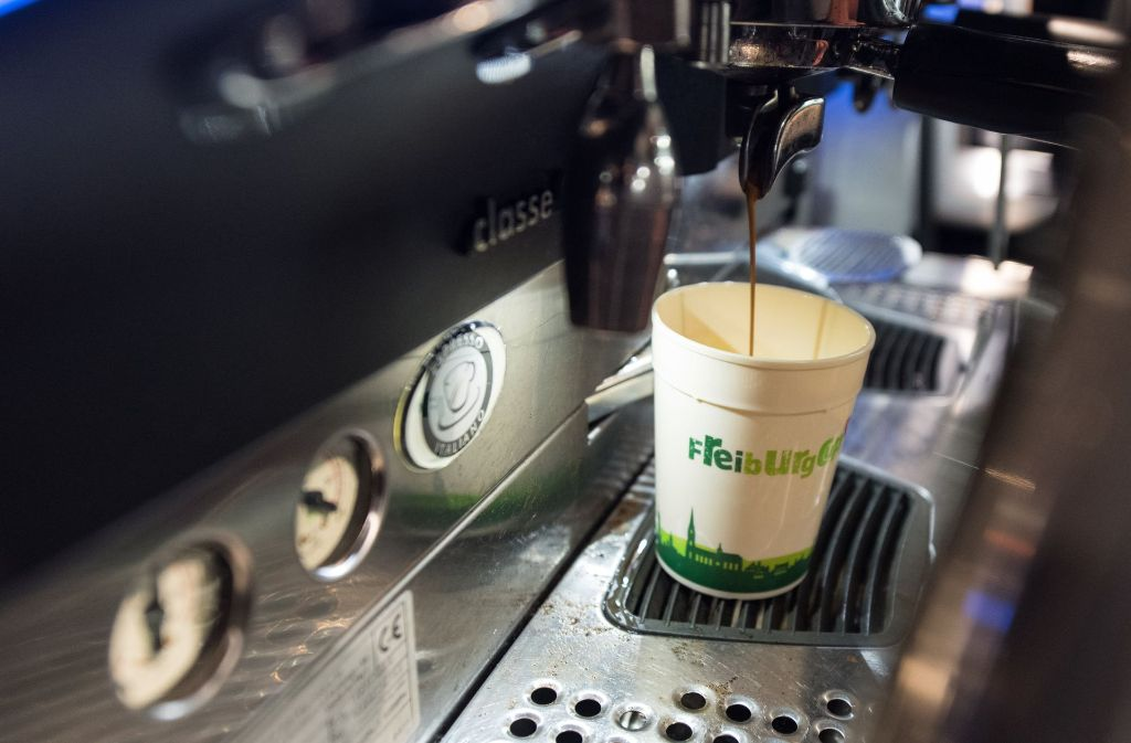 Seit vergangenen Montag sind die wiederverwendbaren Kaffeebecher in Freiburg im Einsatz. Foto: dpa