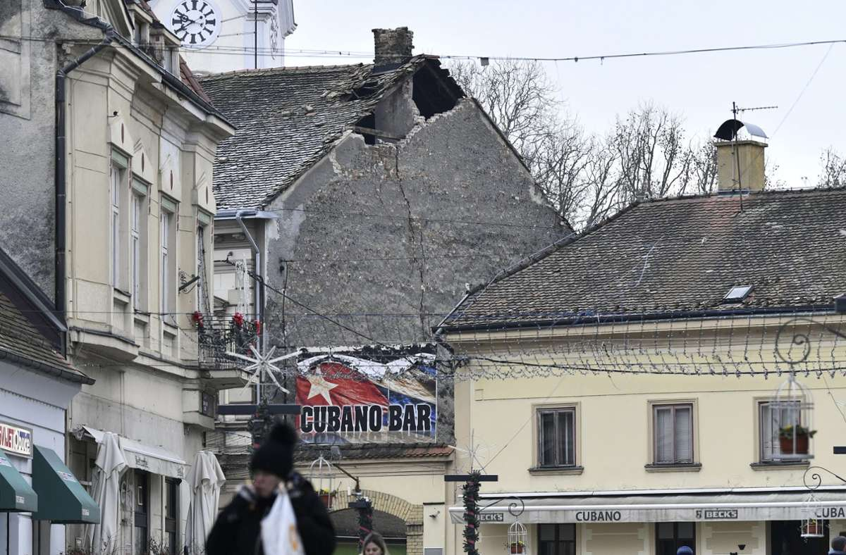 Insgesamt seien in den letzten 49 Stunden in Kroatien 38 Erdstöße verzeichnet worden. Viele Menschen verbrachten die Nacht zum Mittwoch aus Angst  im Freien oder in ihren Autos. (Archivbild) Foto: dpa/--