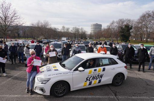 Fahrschulen demonstrieren in Stuttgart gegen den Lockdown