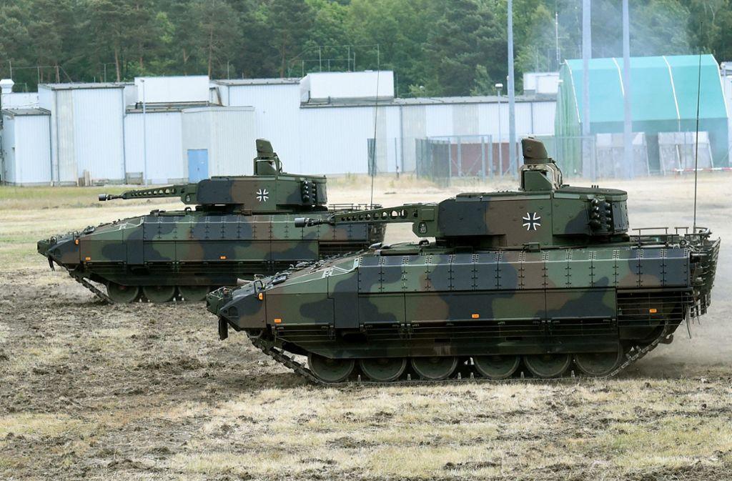 Schützenpanzer Puma bei einer Vorführung Foto: dpa/Holger Hollemann