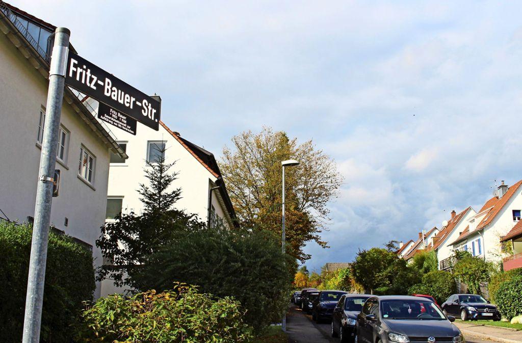 Die Fritz-Bauer-Straße trug bis zum Mai 2010 den Namen Treitschkestraße. Seit 1937 war sie nach dem Historiker und Publizisten Heinrich von Treitschke benannt. Foto: Holowiecki