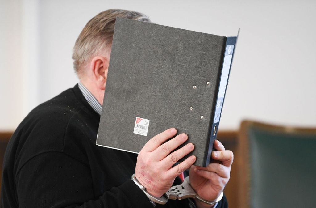 Am Mittwoch verurteilte das Landgericht Darmstadt den 59-jährigen Vater zu lebenslanger Haft. Foto: dpa
