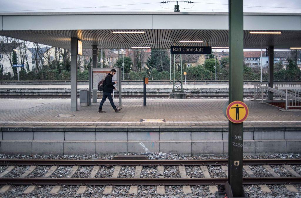 In Cannstatt geraten zwei Streitende auf das Gleis (Symbolbild). Foto:Lichtgut Foto: /Max Kovalenko