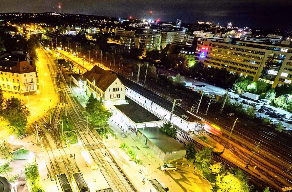 Barrierefrei ist eigentlich  nur das Gleis 1 direkt am Bahnhofsgebäude (Bildmitte) zu erreichen. Foto: Lichtgut/Achim Zweygarth