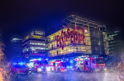 Feuerwehr lässt ihre Fahrzeuge posieren