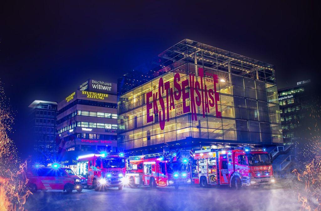 Die Feuerwache Süd schickte ihre Fahrzeuge auf den Schlossplatz in Stuttgart. Foto: 7aktuell