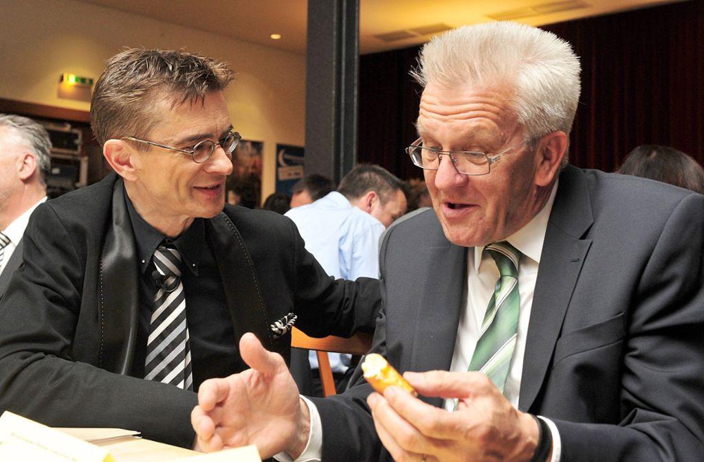Ein Bild aus früheren Tagen: Bereits 2012 hatten der Kabarettist Mathias Richling (links) und Ministerpräsident Winfried Kretschmann miteinander zu tun. Foto: dpa