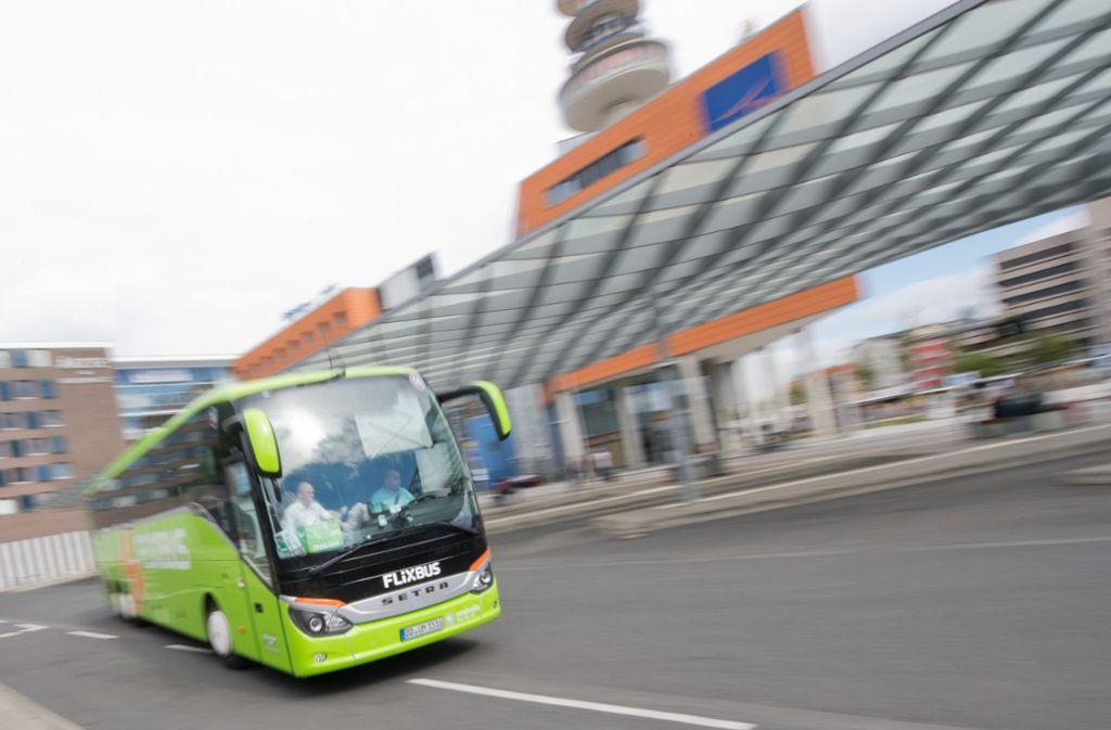 Viele fahren Flixbus – doch was sollte man wissen, wenn es Ärger gibt? Foto: dpa/Julian Stratenschulte