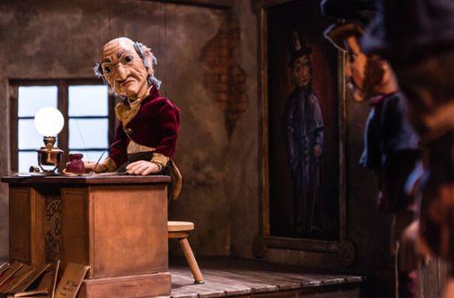 Harter Scrooge am zarten Faden