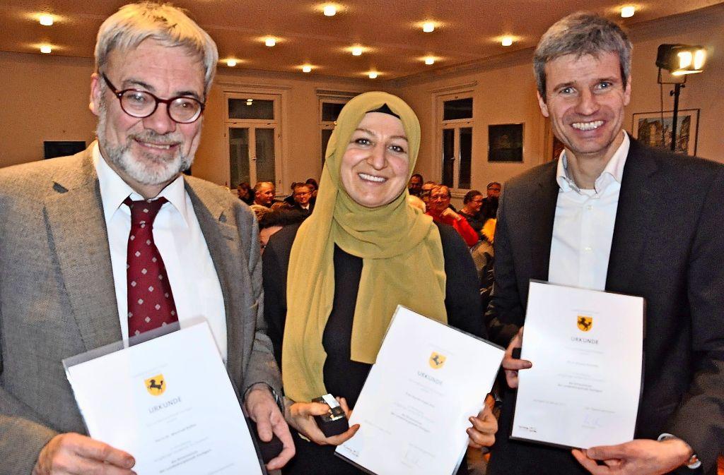 Dieses Trio erhielt die Ehrenmünze der Stadt:  Manfred Rößler, Sayima Ergün-Pick und Markus Krautter (v.l.) Foto: Linsenmann