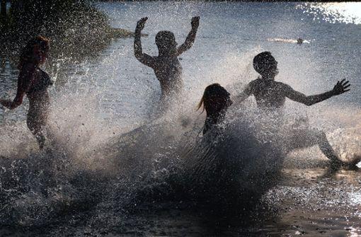 Angriffe auf Polizei und Ordnungsdienst am Baggersee
