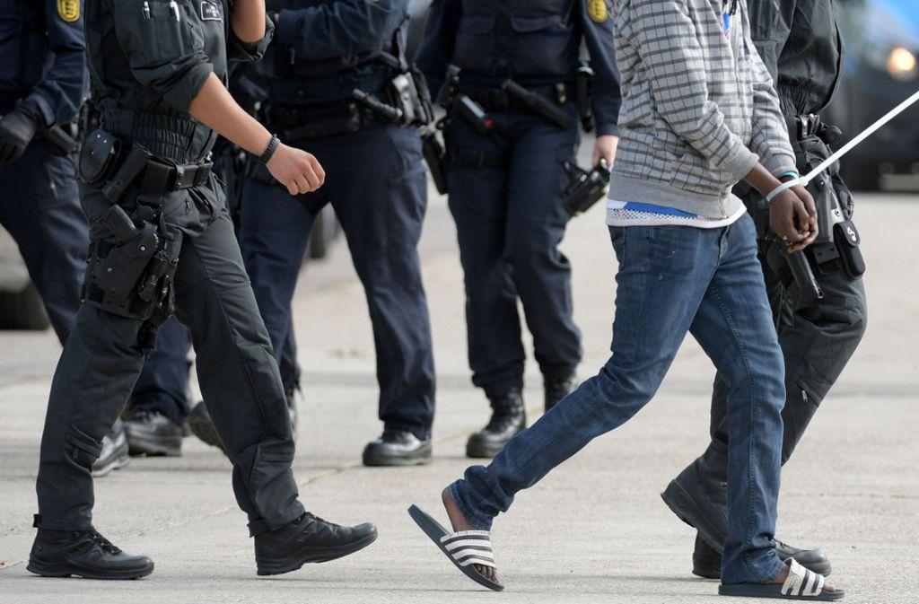 Es gibt parallelen zu dem Fall in Elwangen, wo die Abschiebung eines Togoers nach Italien zunächst verhindert wurde. Foto: dpa