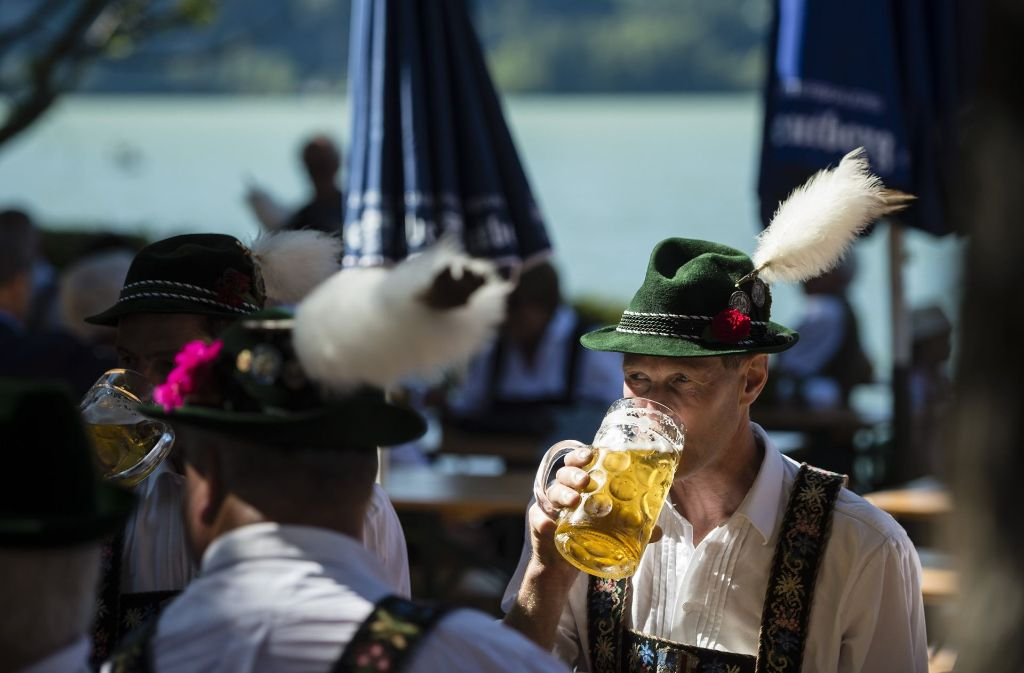 Insbesondere Alkohol wird in Deutschland immer noch viel zu viel getrunken, heißt es seitens der Drogenbeauftragten der Bundesregierung, Marlene Mortler (CSU). Foto: dpa