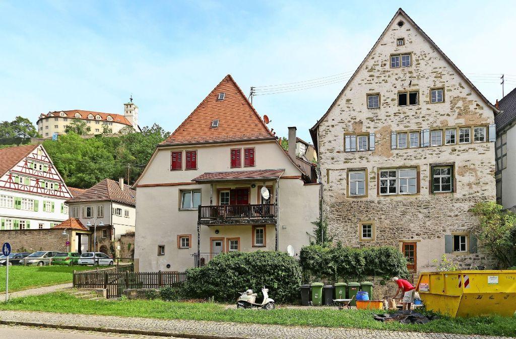 Das Lamparterhaus liegt am Ortsausgang von Vaihingen/Enz in Richtung Roßwag. Auf dem Berg im Hintergrund sieht man das Schloss Kaltenstein. Foto: factum/Granville