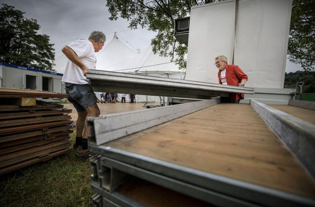 Der Aufbau fürs Zeltspektakel ist längst in vollem Gange.Foto: © C) Gottfried Stoppel Foto: