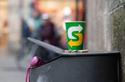 Wegwerf-Kaffeebecher oder Pizzakartons kosten  50 Cent extra