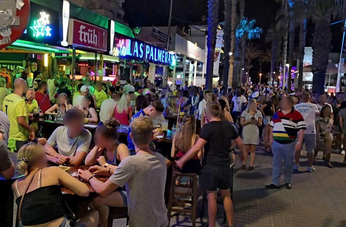 Ein Video einer Party auf Mallorca sorgt für Aufruhr. Foto: dpa/Michael Wrobel