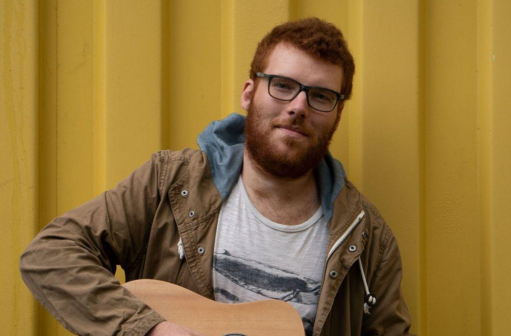 Tobias Dellit vom Feierabendkollektiv will die Liedermacher aus ihrer Sparte holen. Foto: Alice Bacher
