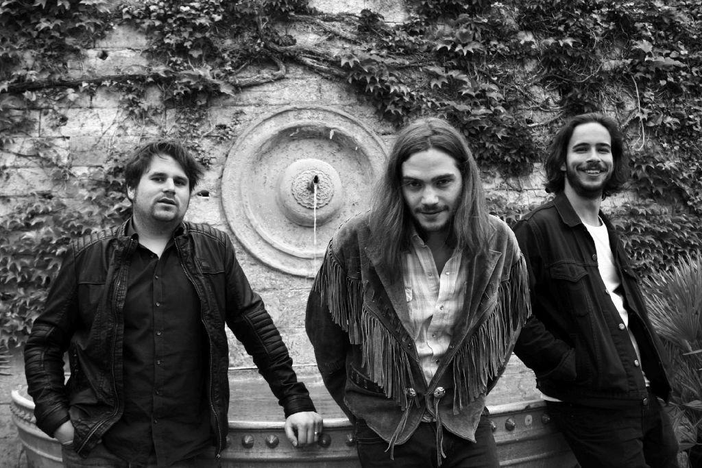 Machen zeitlose Rockmusik und könnten sich auch optisch durch mehrere Jahrzehnte bewegen: Steffen, Alex und Sebastian (v.l.n.r.) sind Belphi. Foto: Lisa Kohler