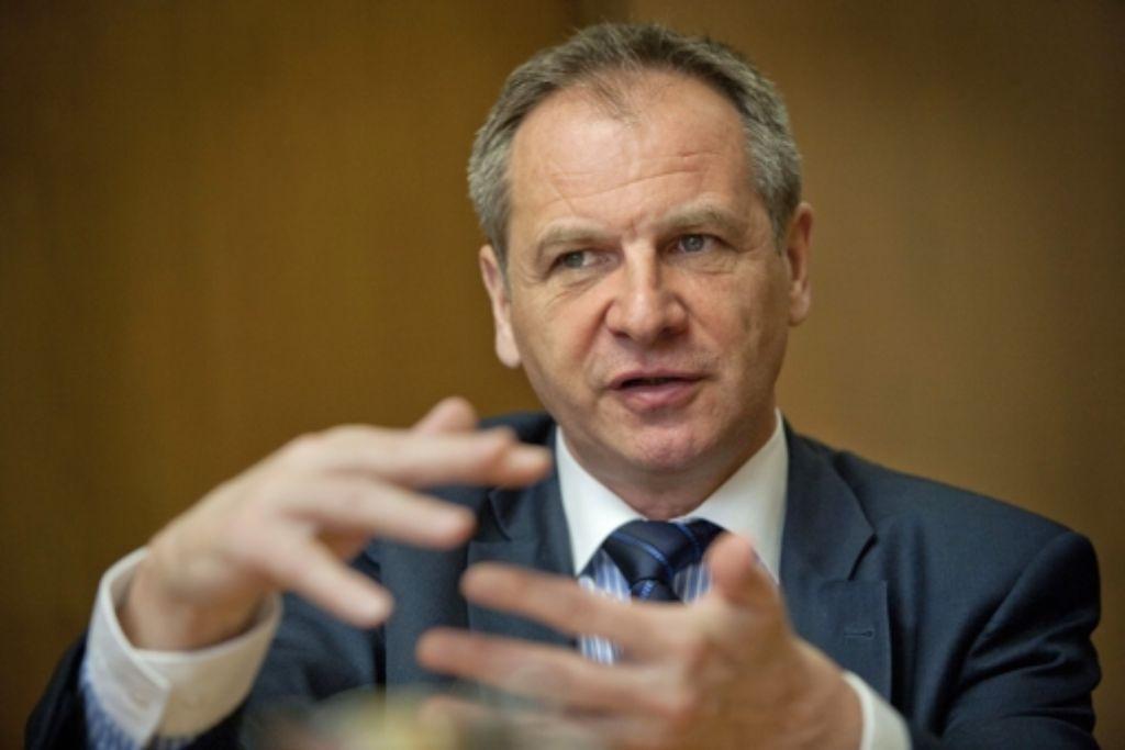 Innenminister Reinhold Gall im Gespräch Foto: Steinert