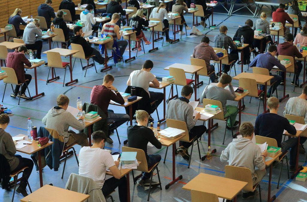 In Hamburg und anderen Bundesländern hatten Schüler gegen zu schwere Mathematik-Prüfungen protestiert. Foto: dpa