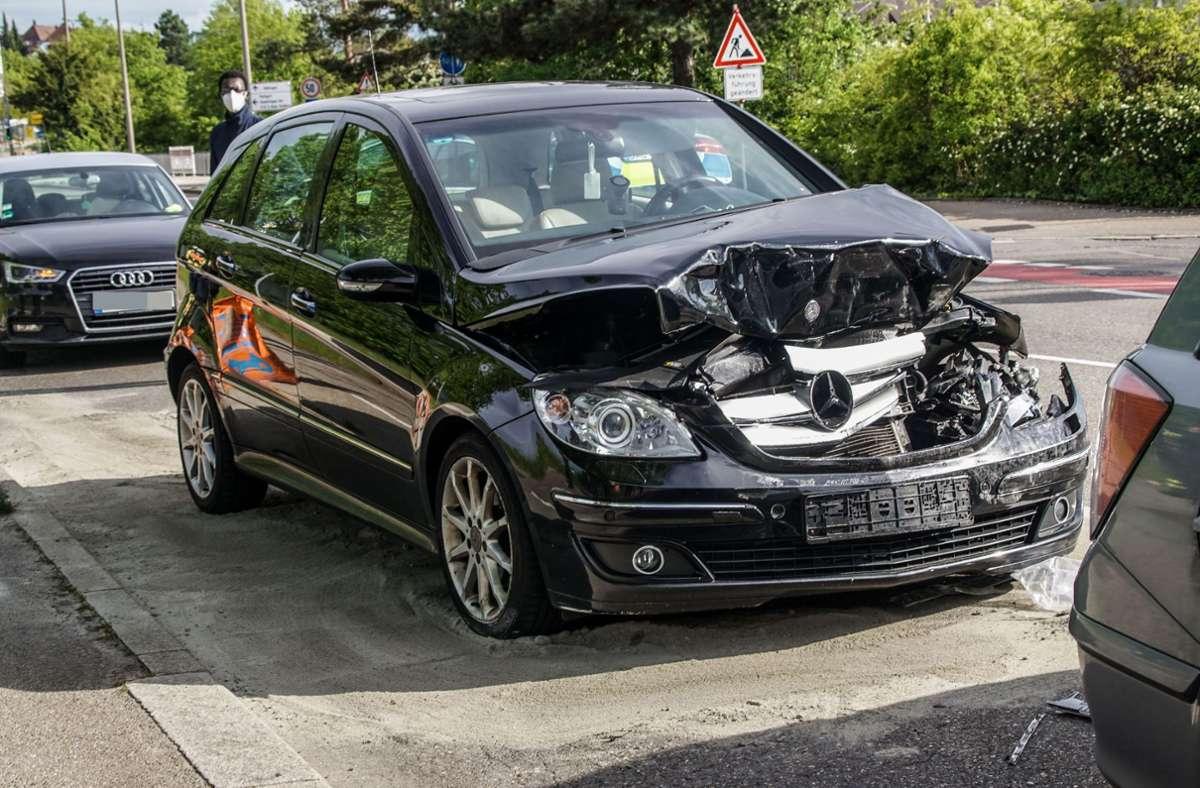 Die zwei leichtverletzten Fahrer mussten ins Krankenhaus. Foto: SDMG/Dettenmeyer