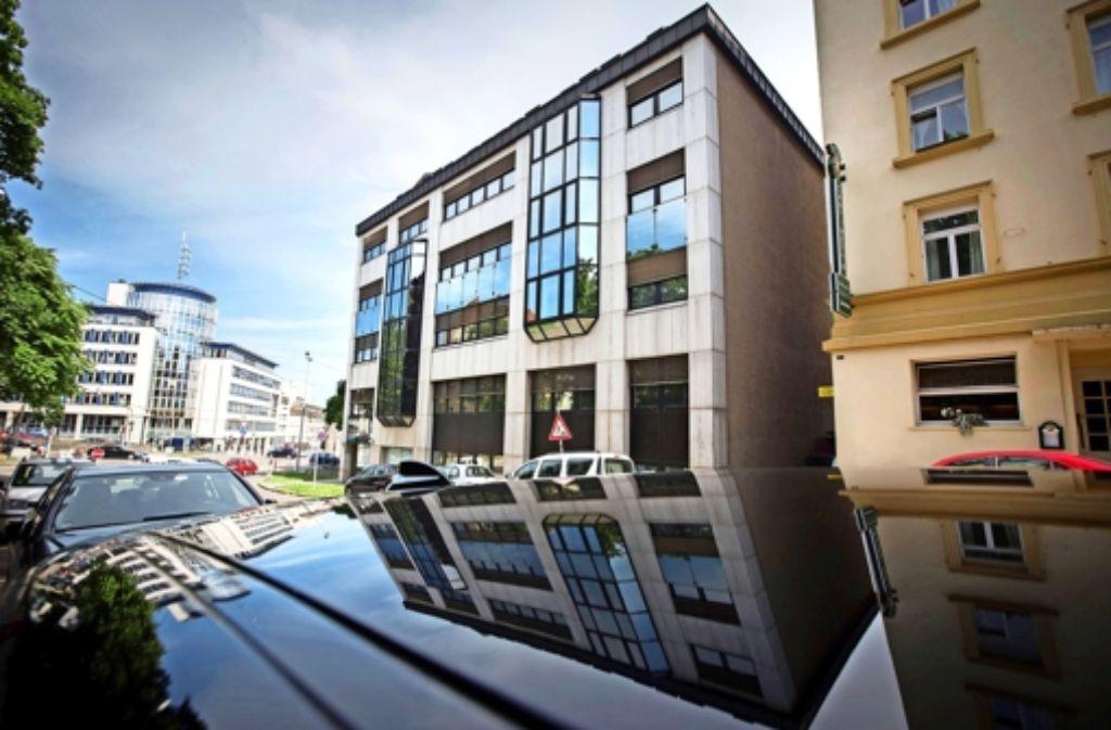 Nach Informationen des Verfassungsschutzes hat Scientology diese Immobilie 2010   über Mittelsmänner   zum Preis von acht Millionen Euro gekauft. Foto: Michael Steinert