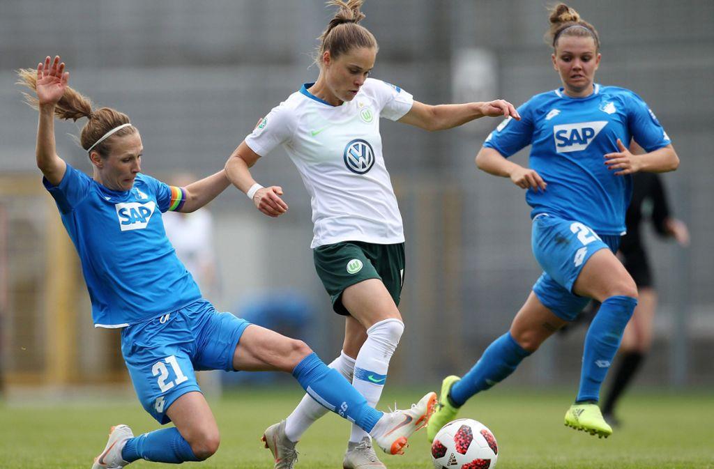Auch in der Frauen-Bundesliga wird der Ball wieder rollen. Foto: dpa/Michael Deines