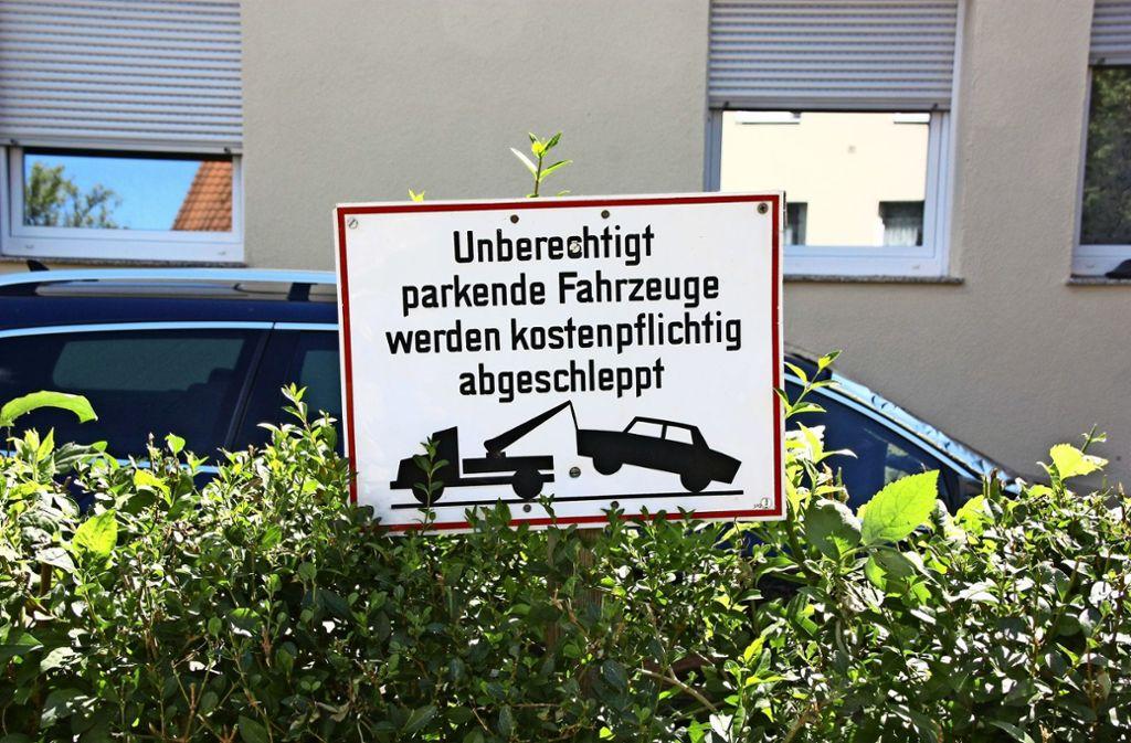 Bürger  in Leinfelden-Echterdingen ärgern sich über zugestellte Parkplätze und Zufahrten. Foto: Natalie Kanter