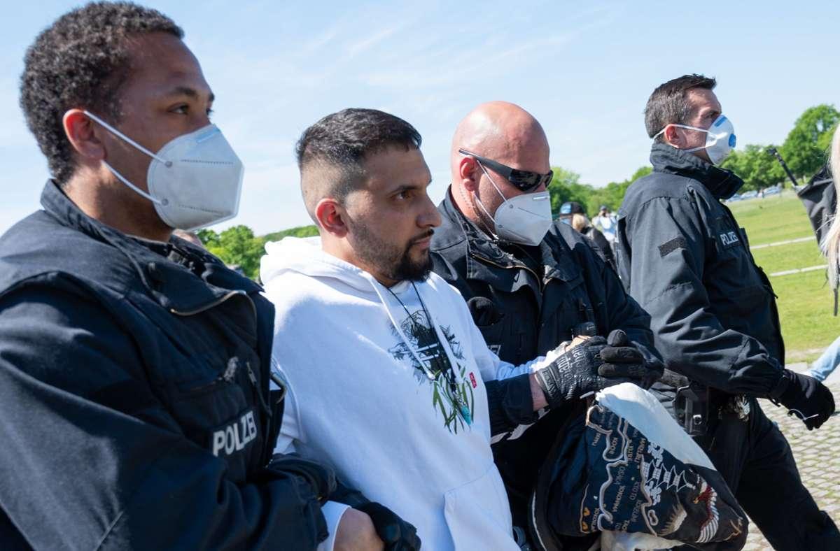 Hat Ärger mit der Polizei: Vegan-Koch Attila Hildmann (Archivbild). Foto: dpa/Christophe Gateau